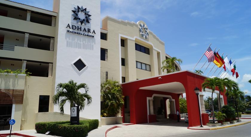 Entrada Hotel Adhara Hacienda Cancun