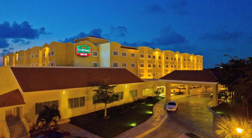 Hotel Courtyard Cancun Airport by Marriott Entrada