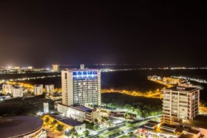 caminar de noche en la zona hotelera de cancun