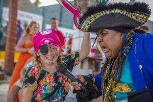 Capitán Hook actividad de bajo presupuesto en cancun