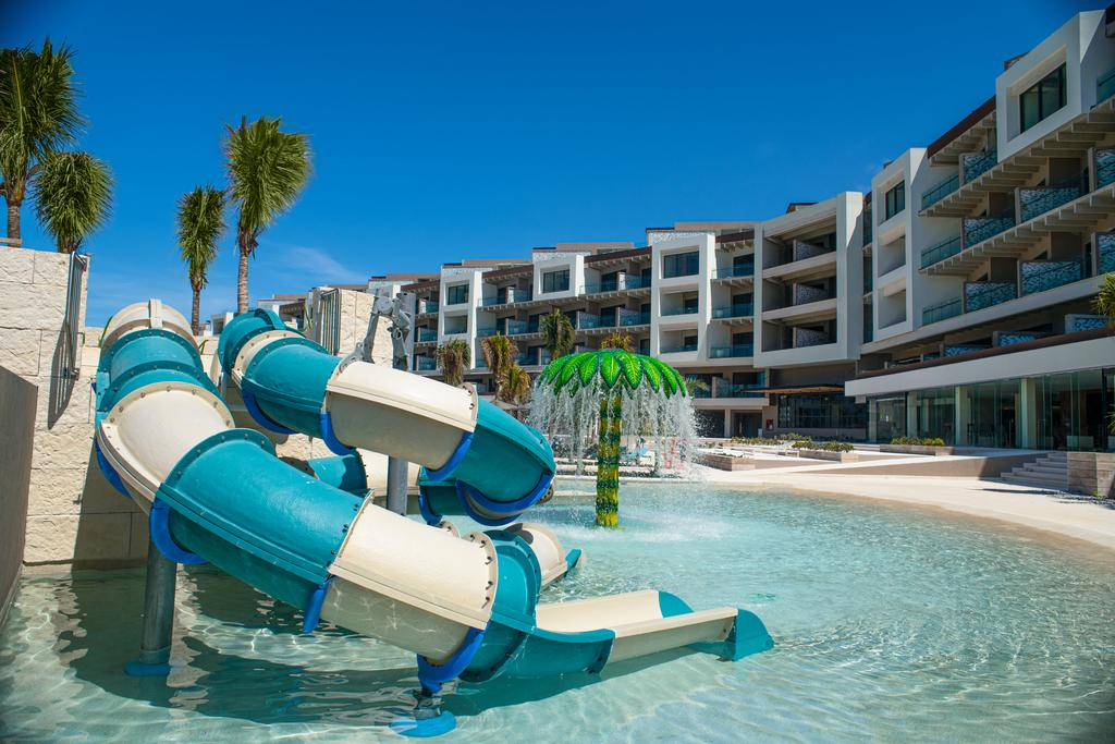 Estudio Playa Mujeres -hotels con toboganes para niños